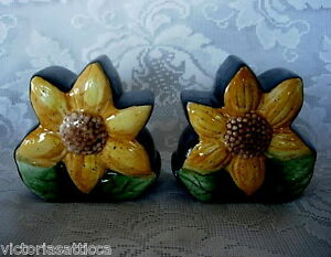Collectible-Vintage-Cobalt-Blue-Hand-Painted-Sunflowers-Salt-amp-Pepper-Shakers