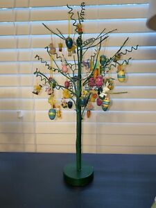 Vintage-Easter-tree-16-5-tall-w-Lots-wooden-And-Resin-Easter-ornaments