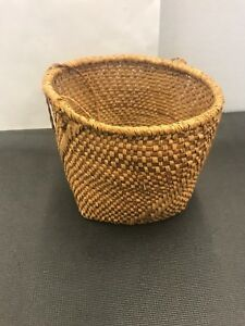 Northwest-Coast-First-Nations-carving-Art-Berry-Cedar-Basket-Very-Nice