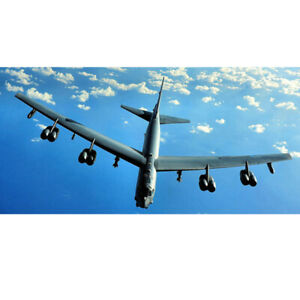 1-200-Metall-American-B-52-Bomber-Fighter-Flugzeugmodell-mit-Display-Stand