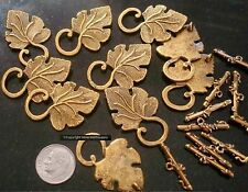 10 Grape leaf clasps antique gold plated zinc toggle clasp 2 piece sets fpc163