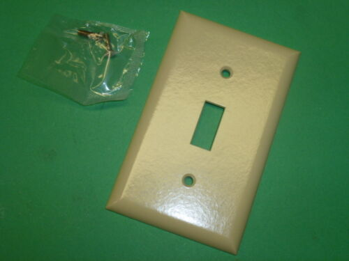 25 CAT # 10-01-IV NOS LOT of BELL ELECTRIC IVORY 1 GANG SINGLE SWITCH PLATES