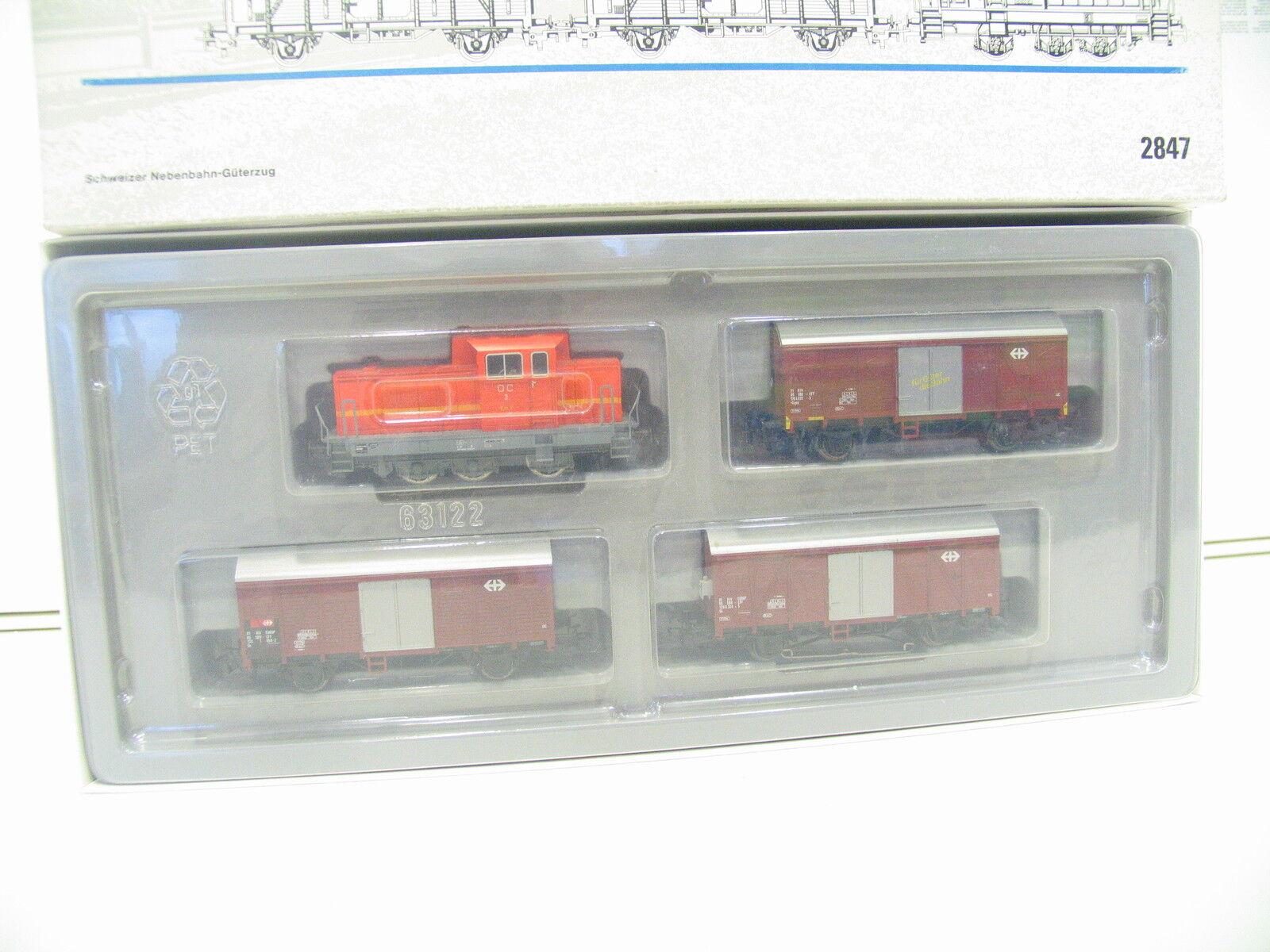 Märklin 2847 tren-set suizos junto a tren hi373
