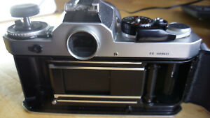 Nikon FE analoge SLR-Kamera mit Zoom Nikkor 35-105 mm