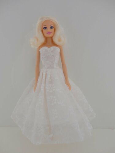 Stunning 1950/'s Style Wedding Gown with Wedding Veil Made to Fit Barbie Doll