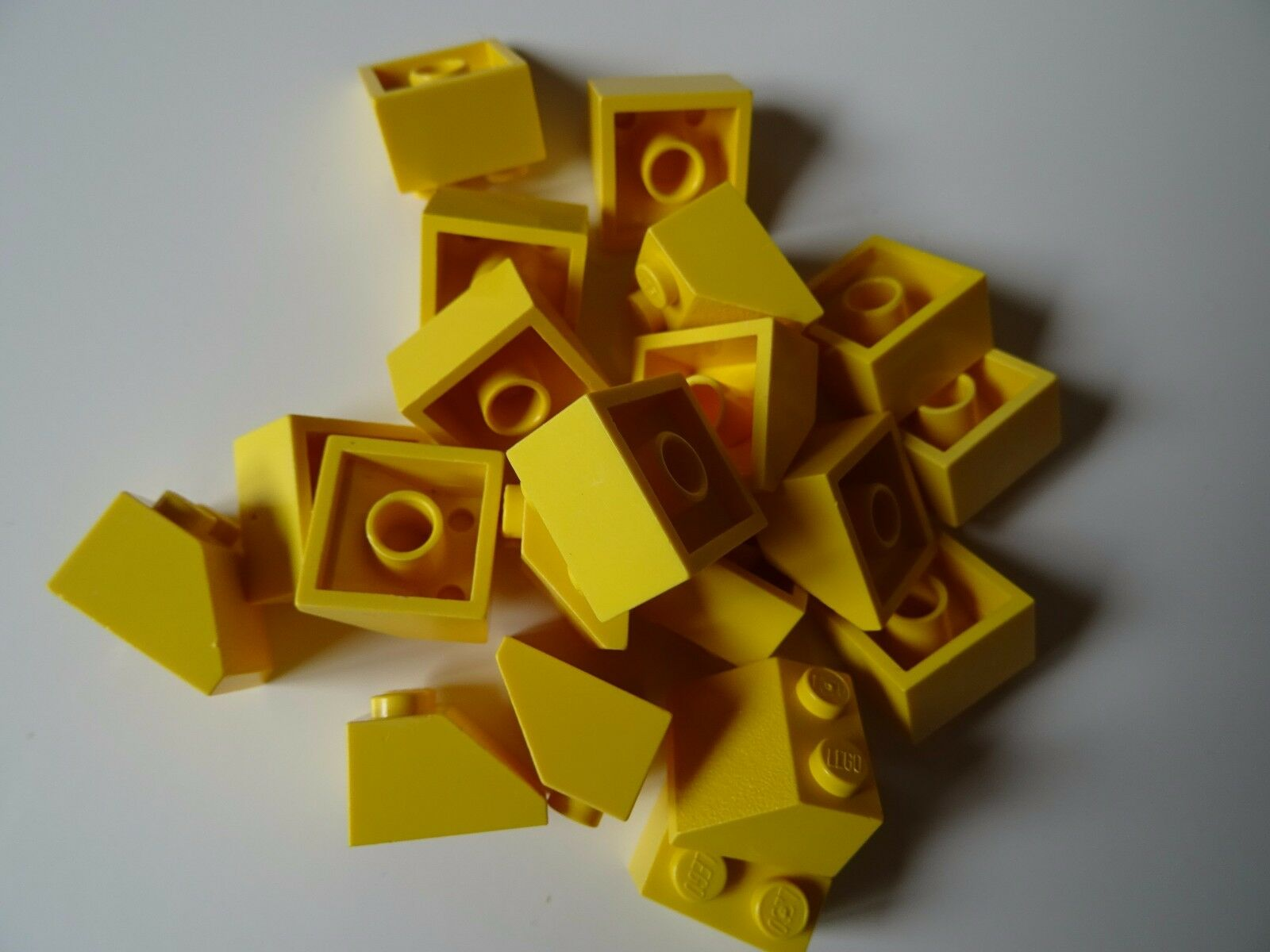 LEGO 2x2 45° Slope Roof Tiles Yellow---Lot of 10 303924