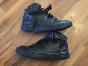 Nike-Air-Gr-37-5-Sportschuhe-Sneakers-Schwarz-Schuhe