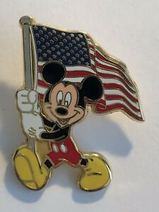 12-Months-Of-Magic-Mickey-With-American-Flag-Disney-Pin-B9