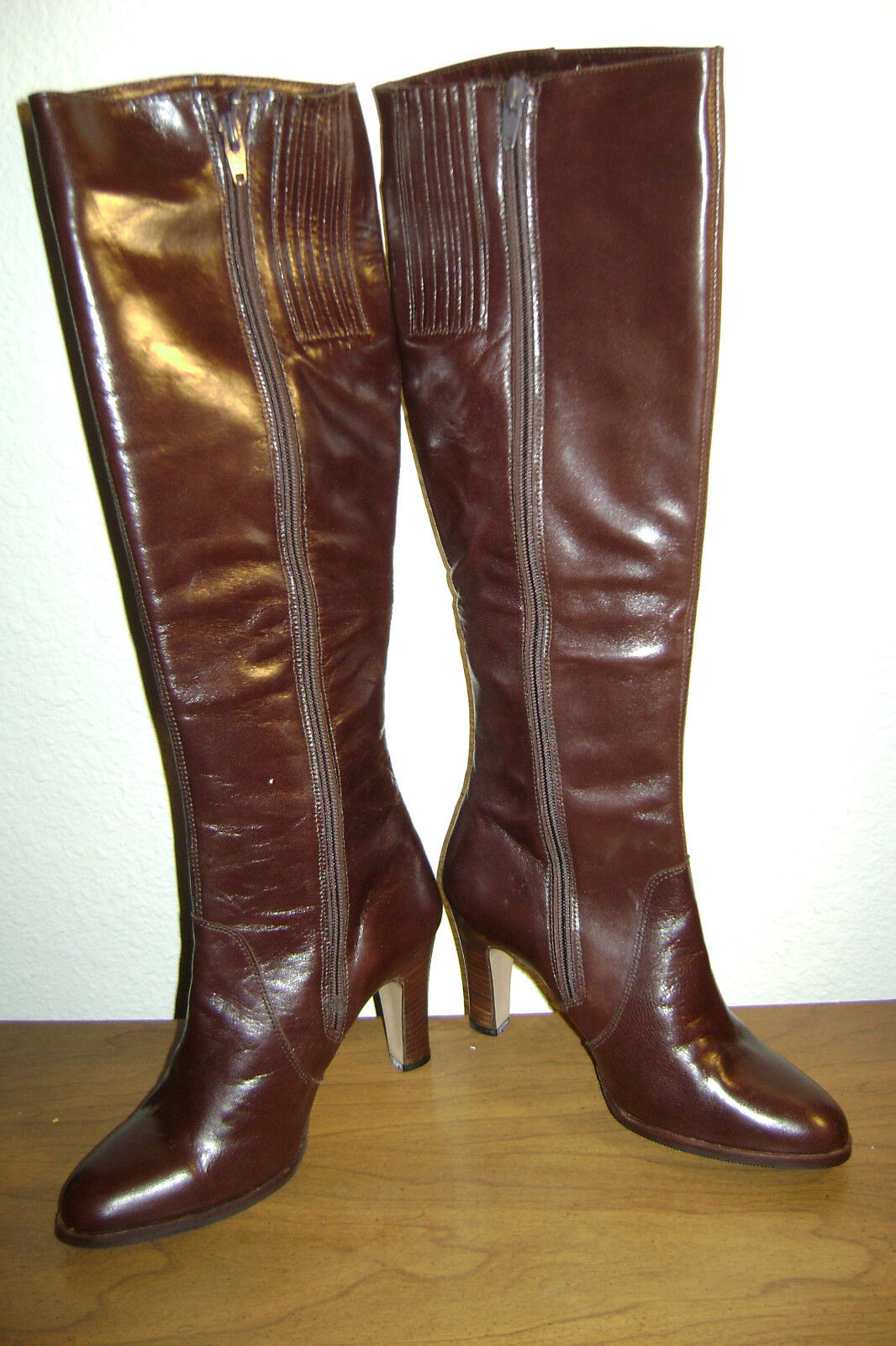 DARK BROWN LEATHER KNEE HIGH BOOTS, NEW IN BOX, SIZE 6 M