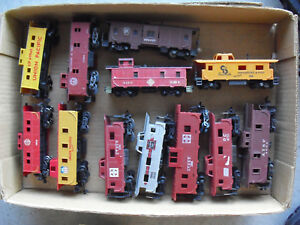 Lot-of-12-Vintage-HO-Scale-Caboose-Cars-UP-C-amp-O-AT-amp-SF-More