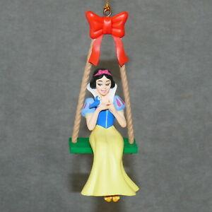 Christmas-Ornament-Resin-DISNEY-SNOW-WHITE-w-Bird-on-Swing-Children-4-5-034