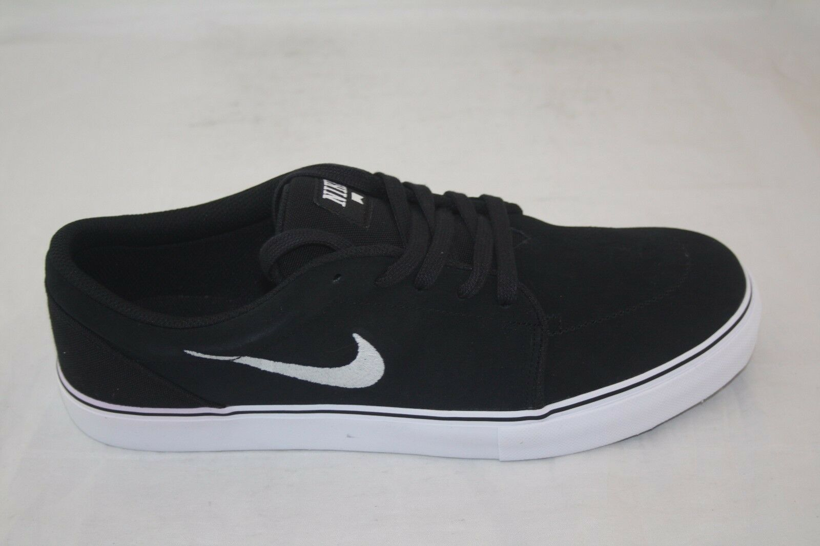 fff7b1bf954bba NEW MEN S NIKE SATIRE CANVAS 536404-010 BLACK WHITE msrp  68.00 9ecdd9. Nike  Air Max Invigor Print Men s Sz 15 Grey Black Athletic Sneaker Shoes ...