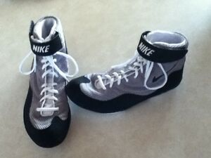 Nike-Inflict-Size-11-5-Boxing-wrestling-Shoes-Grey-black-white