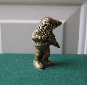 Irish-Made-Leprechaun-Gnome-amp-Fiddle-Green-Ceramic-Retro-Ornament-Ireland