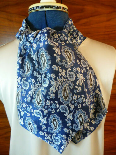 100/% woven silk men/'s shaped cravat//ascot  Paisley design in blue and silver NEW