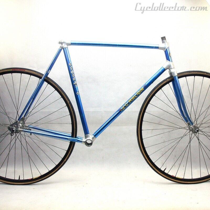 Azul Frame and Forks Alan Talla 56
