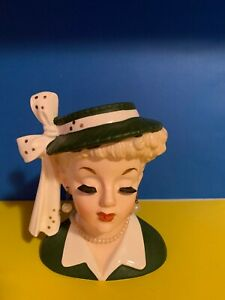 VINTAGE-NAPCO-1956-LADY-HEAD-VASE-C2633B-HAS-EARRINGS-AND-NECKLACE
