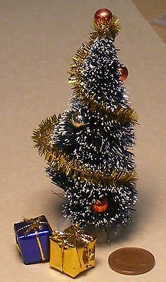 1:12 Scale Small Decorated Christmas Tree /& 2 Loose Presents Tumdee Dolls House