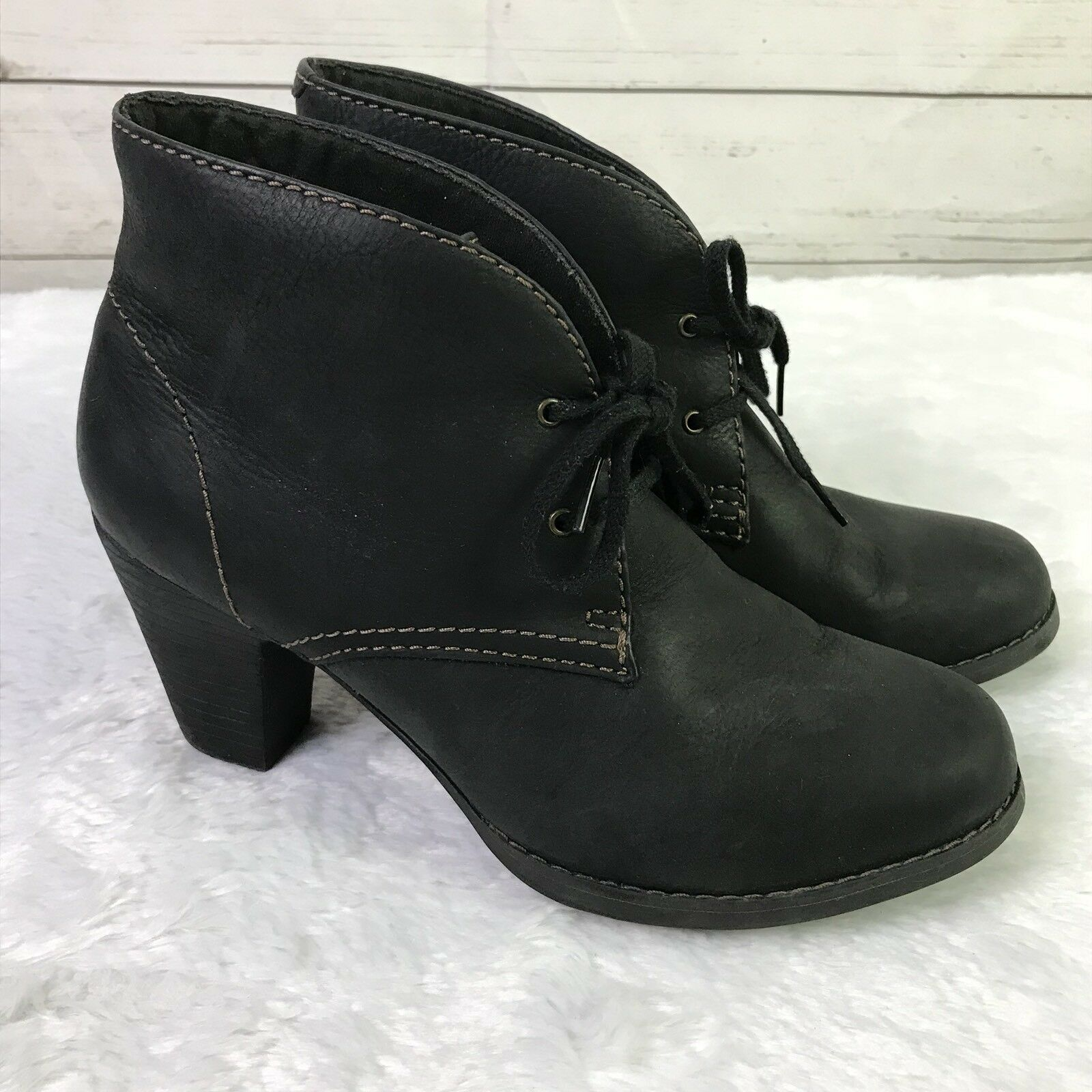 Clarks Women's booties leather 10M lace up heel black short boots