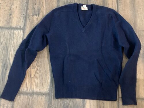 Vintage Arrow Mens Lamb Wool V Neck Sweater SZ M 1