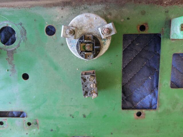 NEW JOHN DEERE F911 F912 F915 F925 F930 F932 F935 GAUGE WHEEL BRACKET AM102665