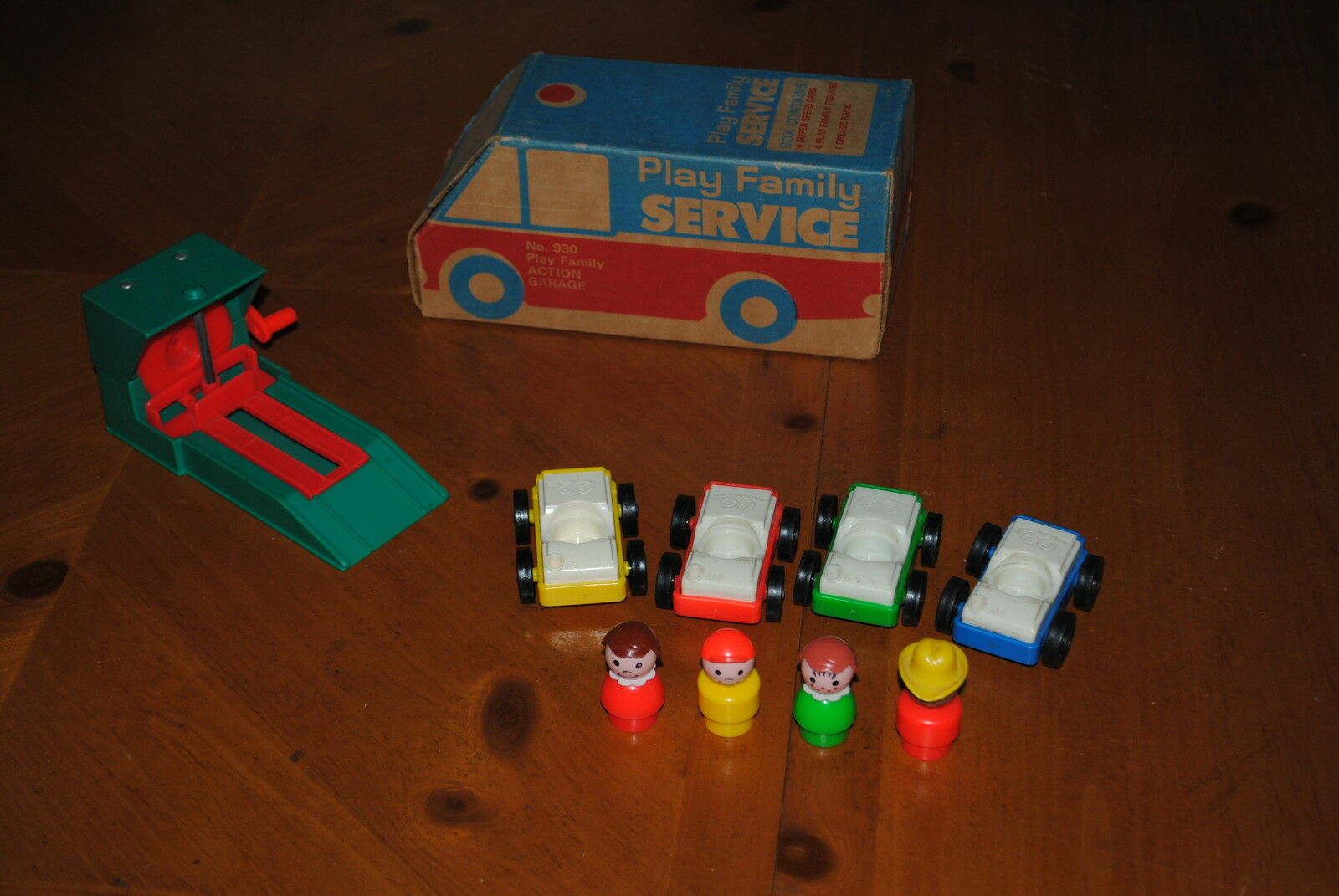 FISHER PRICE LITTLE PEOPLE PLAY FAMILY SERVICE ACTION ACTION ACTION GARAGE SET C 47108f