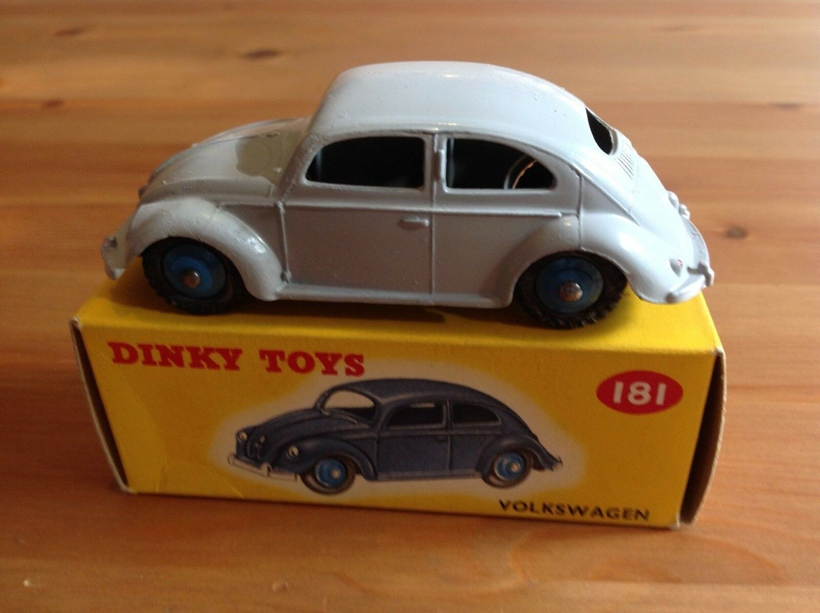 DINKY 181 VOLKSWAGEN BEETLE ORIGINAL AND BOXED NOT ATLAS