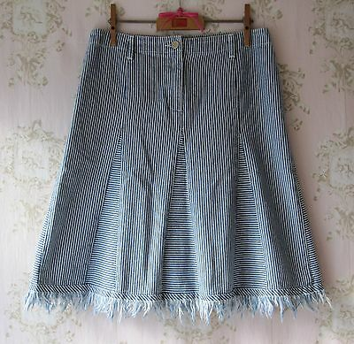 Amabile Rare! Vintage 90s 00s Y2k Pin Stripe Kick Pleat Flare Una Linea Fray Gonna In Denim Blu-mostra Il Titolo Originale