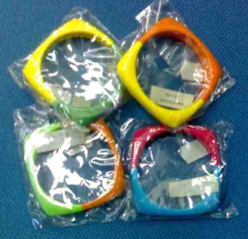 stock 12  bracciali assortiti plastica colorata nuovo donna rigidi bicolori