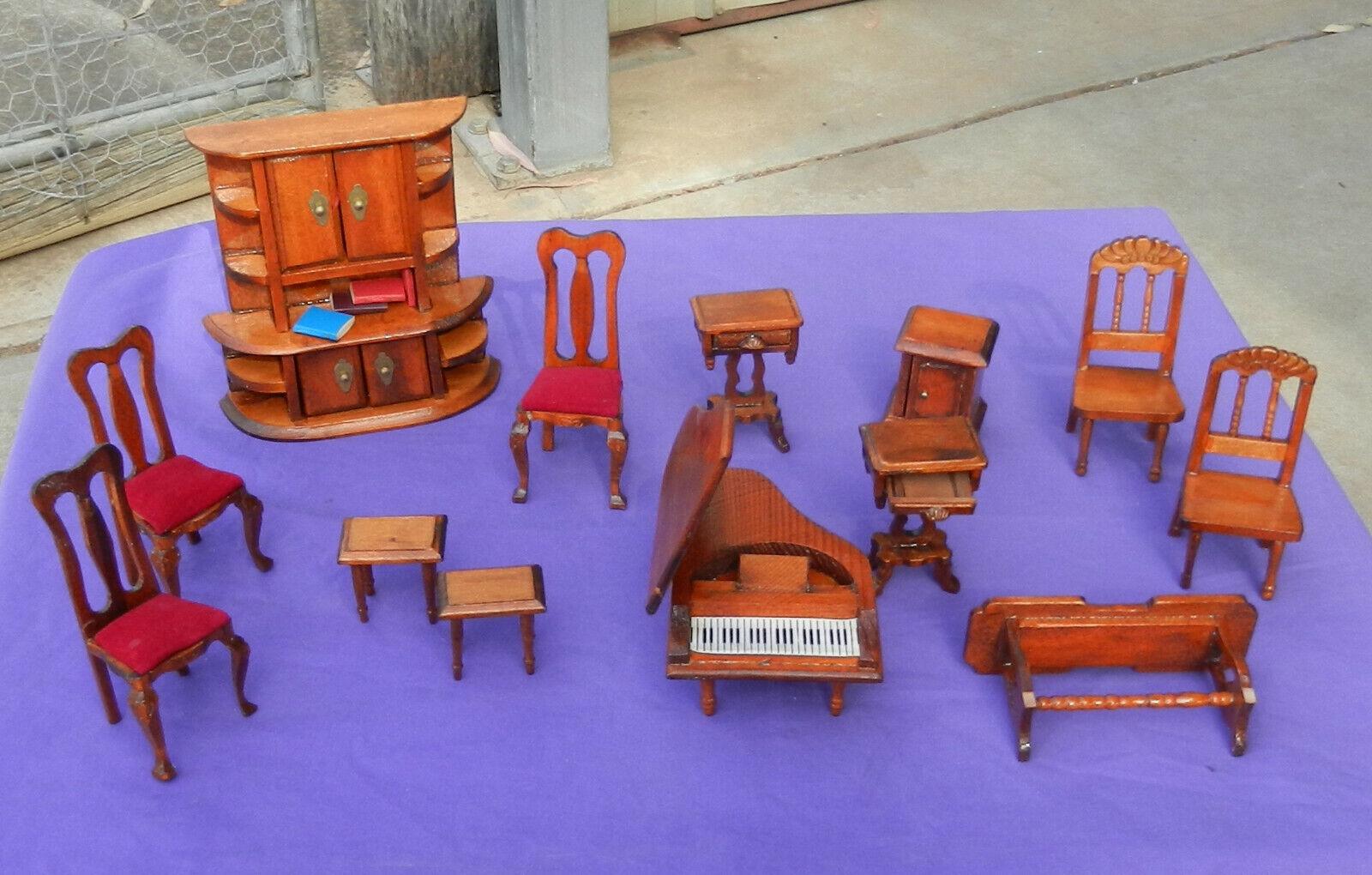 Jahr Miniature Holzen Dollhaus Möbel Books Handcrafted 13 Piece  (b)