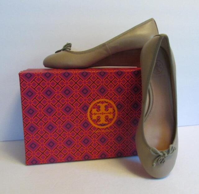 ee2465e7eb1 tory burch chelsea wedge sandbox tan brown shoe 9 logo leather bow
