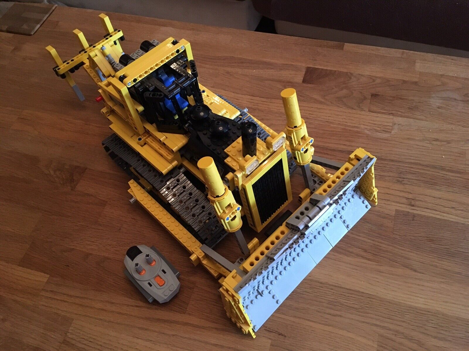 LEGO Technic Technology 8275 Bulldozer con 4 MOTORI. 100% COMPLETO