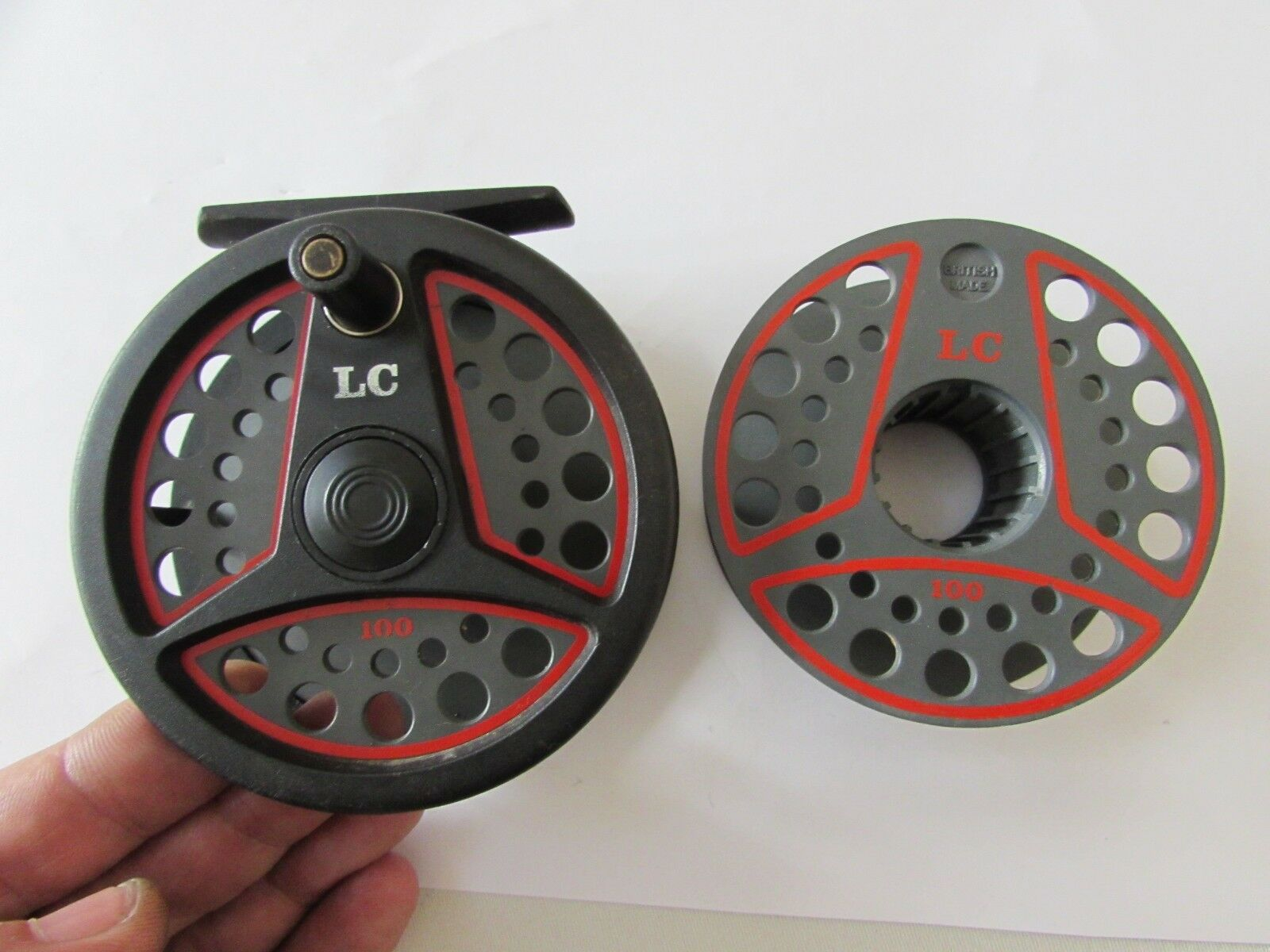 V good vintage leeda LC100 trout Fliegen fishing reel  + spool 3.+ 3 5ths . .
