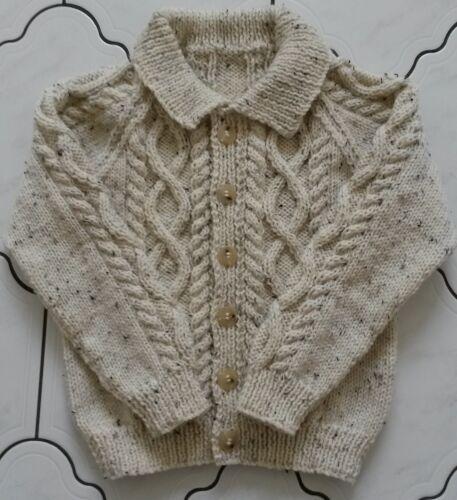 Hand Knitted bebé Aran Cárdigan//Chaqueta con cuello hecho a pedido Varios Tamaños