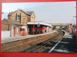 PHOTO-HACKBRIDGE-RAILWAY-STATION-9-8-90