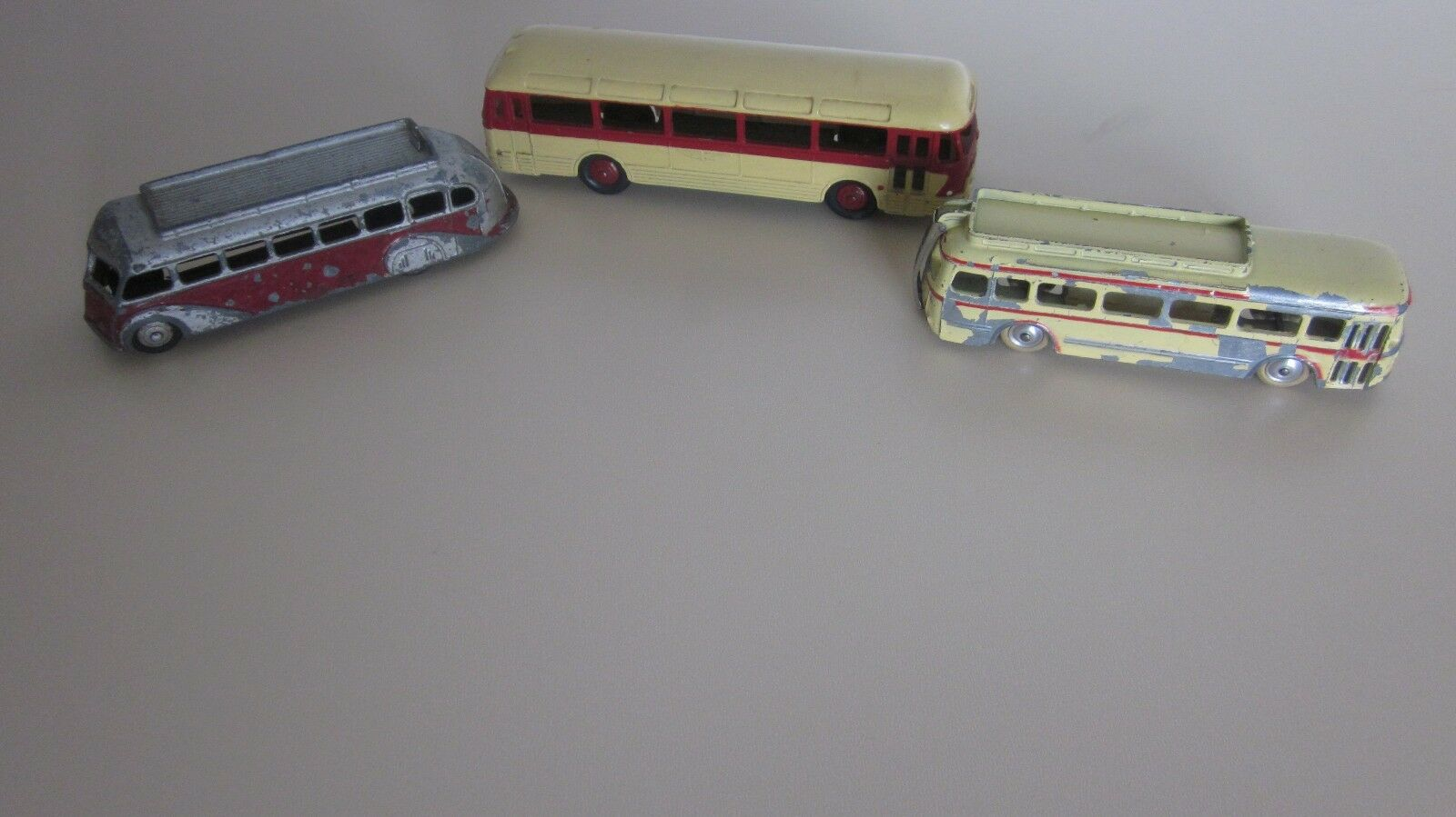 3 AUTOCARS ..DINKY TOYS .CHAUSSON ..ISOBLOC ..CIJ ..CAR RENAULT