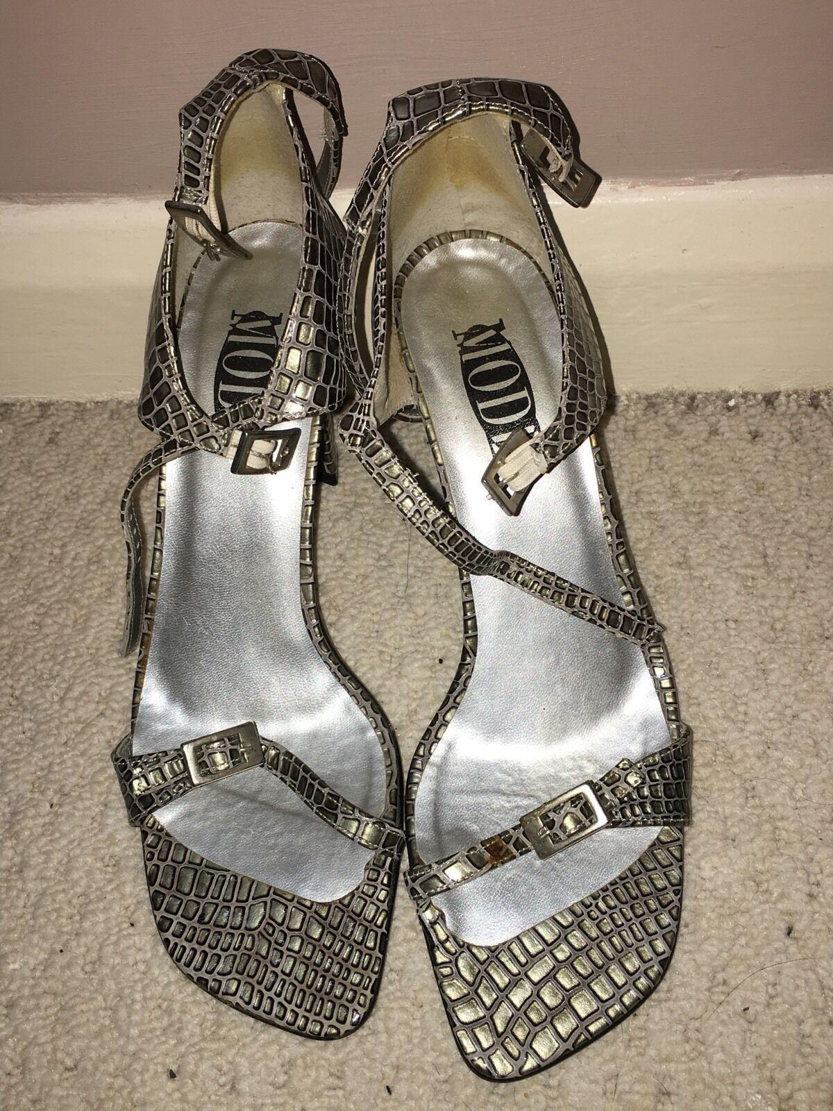 Mode Ladies Sliver Heels Size 7<NH1908