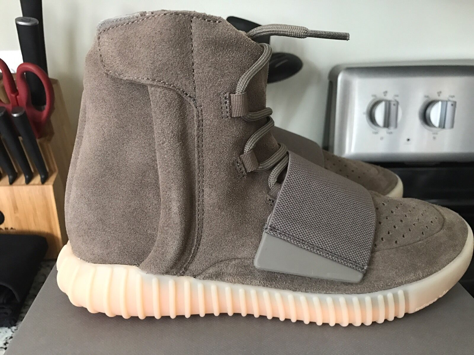 Yeezy Boost 750 Chocolate Light Brown BY2456 Size 8