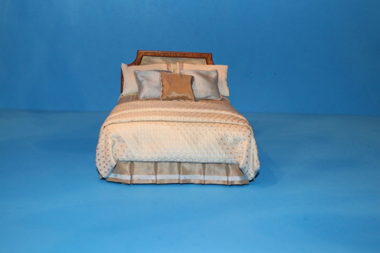 McBay Miniatures Dressed Bed Marcia McClain Artisan IGMA Dollhaus Miniature