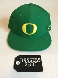 Nike True Oregon Ducks Vapor Performance Fitted Hat Cap Apple Green ... 7ebd00b7d