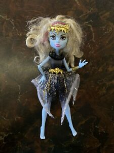 Mattel-Monster-High-Abbey-Bominable-13-Wishes-Haunt-The-Casbah-10inch-Doll
