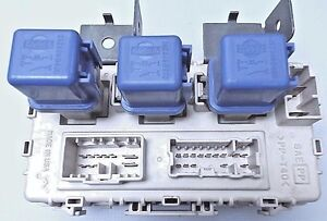 1998-04 Nissan Frontier Xterra Fuse Box Junction Relay Box ...