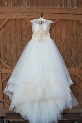 Casablanca Bridal Couture Wedding Gown style B075