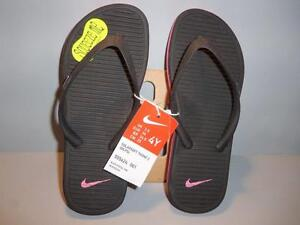 5eb877dc4cb8c NEW NIKE GIRLS SOLARSOFT THONG 2 --BLACK with pink FLIP-FLOPS YOUTH ...