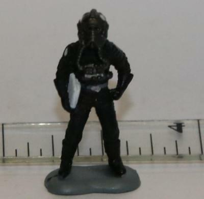 STAR WARS MICRO MACHINES FIGURE IMPERIAL OFFICER #01 BLACK