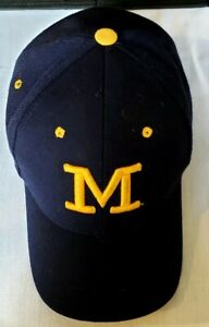 UNIVERSITY-OF-MICHIGAN-WOLVERINES-HAT-BLUE-FITTED-SIZE-7-1-4-VGC