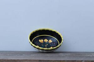 plat ancien henriot quimper - France - Plat ancien henriot quimper ; diamtre 16 cm fond noir porcelaine brillante aspect comme neuve - France