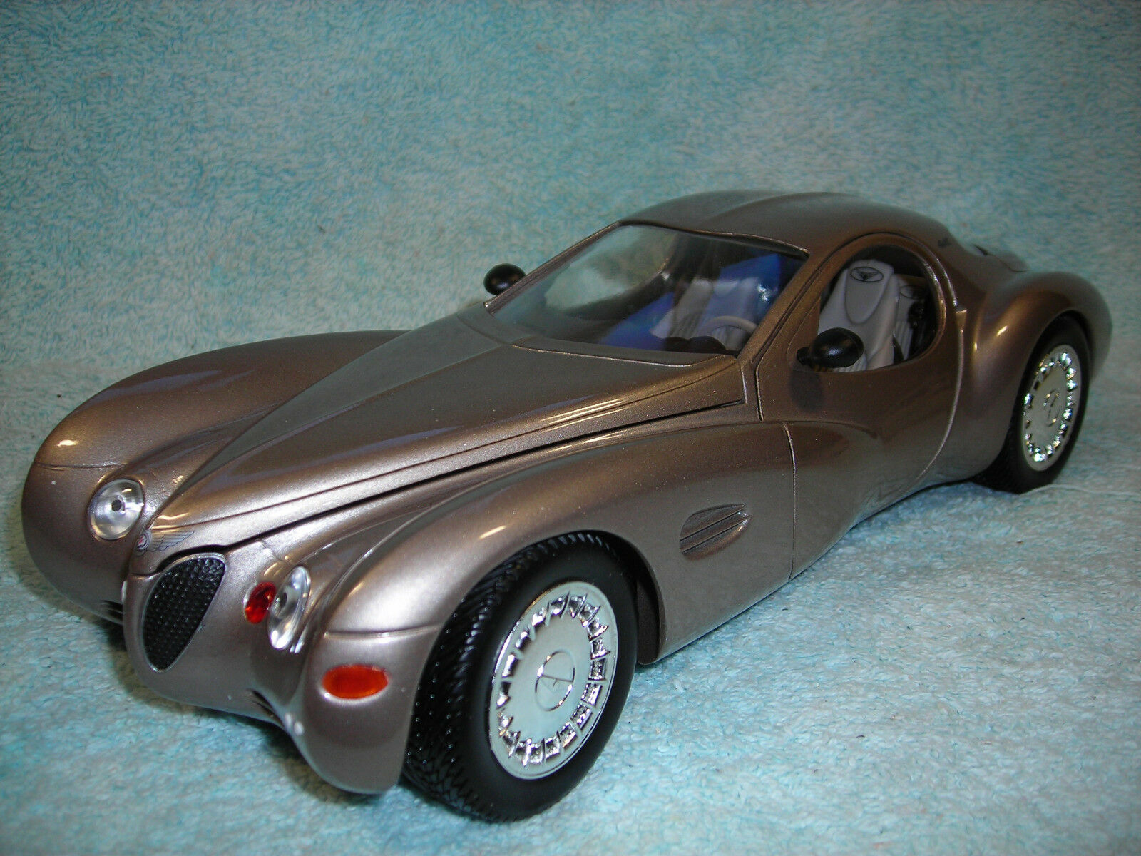 1 18 SCALE 1995 CHRYSLER ATLANTIC CONCEPT IN CHAMPAGNE METALLIC BY GUILOY.