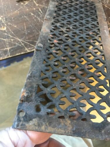 Rl 15 19 Av Cast-iron heating grate face 5 x 12 5//8 Has found rusted pitted