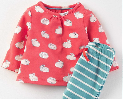 Nuovo £ 28 Mini Boden Bambino Supersoft Bunny Rabbit Jersey Pantaloni & Camicia Play Set-mostra Il Titolo Originale